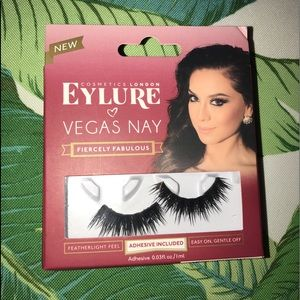 NWT EYELURE VEGAS NAY FALSE LASHES